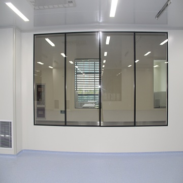Clean room with double fixed Windows