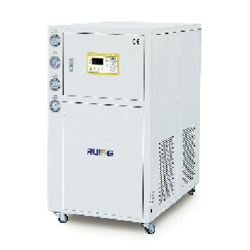 Water cooled refrigerator at low temperature